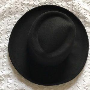 Black telescope brim wool hat